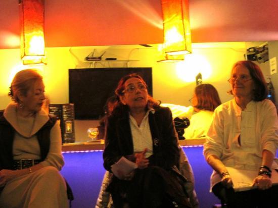 cafe-de-genre-de-f-mariotti-du-9-avril-2013-invitees-2-poetesses-olga-pinilla-burguiere-et-elyane-rejony-4.jpg
